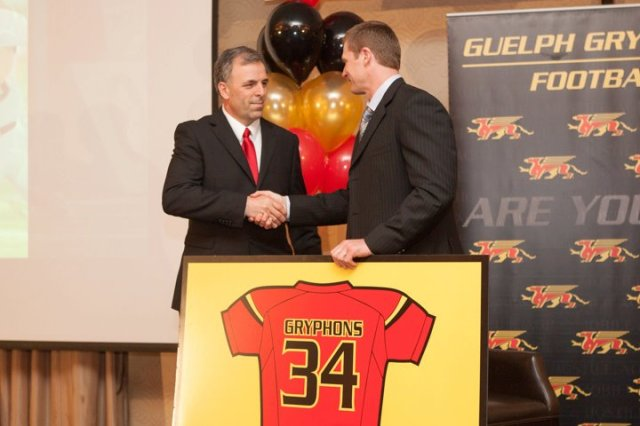 Mike O'Shea [2012 recipient] presents Honoured Jersey to Sam Benincasa Photo: Kyle Rodriguez