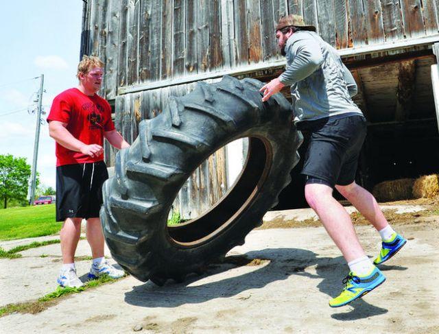 Jake Piotrowski & Cam Thorn wprk out on the farm