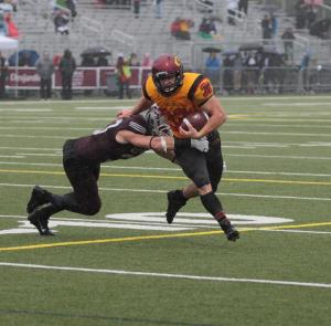 Rob Farquharson escaping GeeGee tackler Photo: Lou Toppan