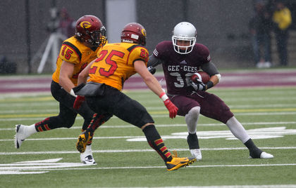 Curtis Newton #15 & Nick Parisotto #25 bottle up GeeGee RB Mack Tommy Photo: Chris Hofley / Ottawa Sun