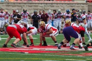 DT Donnie Egerter lined up against a couple of Laval OLs Photo: Jeff Chan